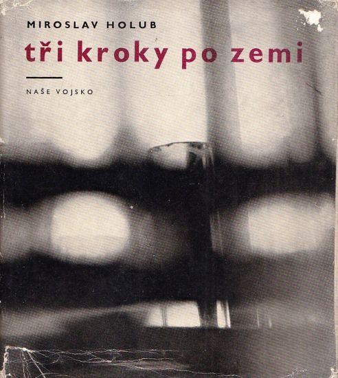 Tri kroky po zemi - Holub Miroslav | antikvariat - detail knihy