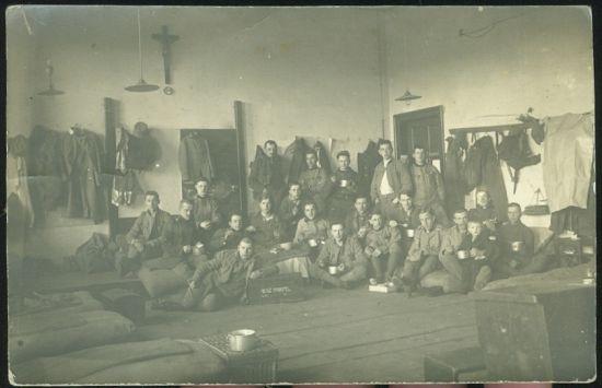 Vojaci  skupinove foto | antikvariat - detail pohlednice