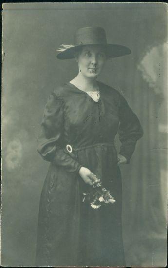 Dama v klobouku  Anda Stepanova | antikvariat - detail pohlednice